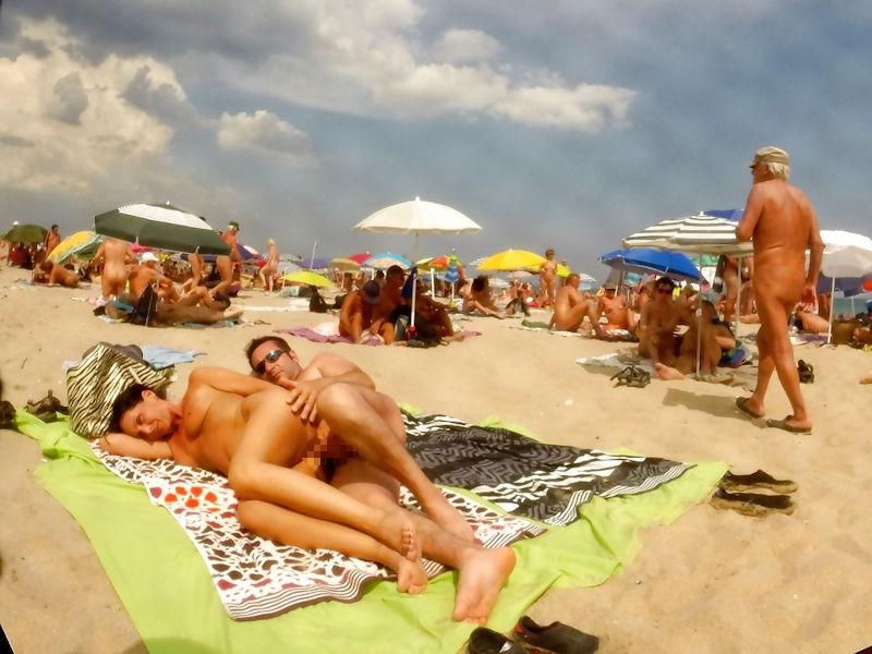 セックス on the ヌーディストビーチのエロ画像