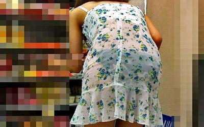 コンビニ店内で透けパン・透けブラしてる油断した買い物客のエロ画像 ④
