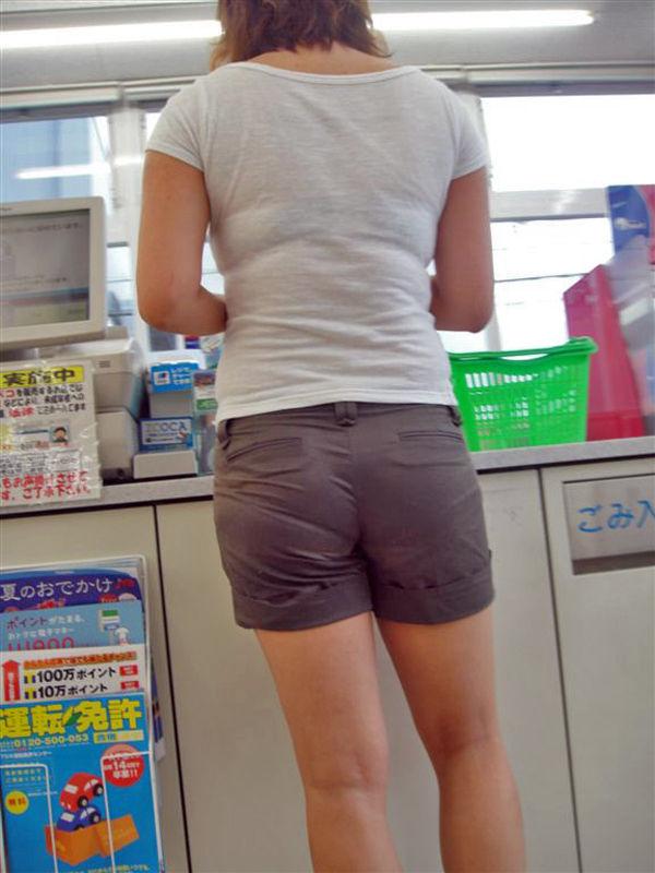 コンビニ 店内 透けパン 透けブラ 買い物客 エロ画像【3】