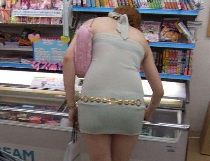 コンビニ 店内 透けパン 透けブラ 買い物客 エロ画像【7】