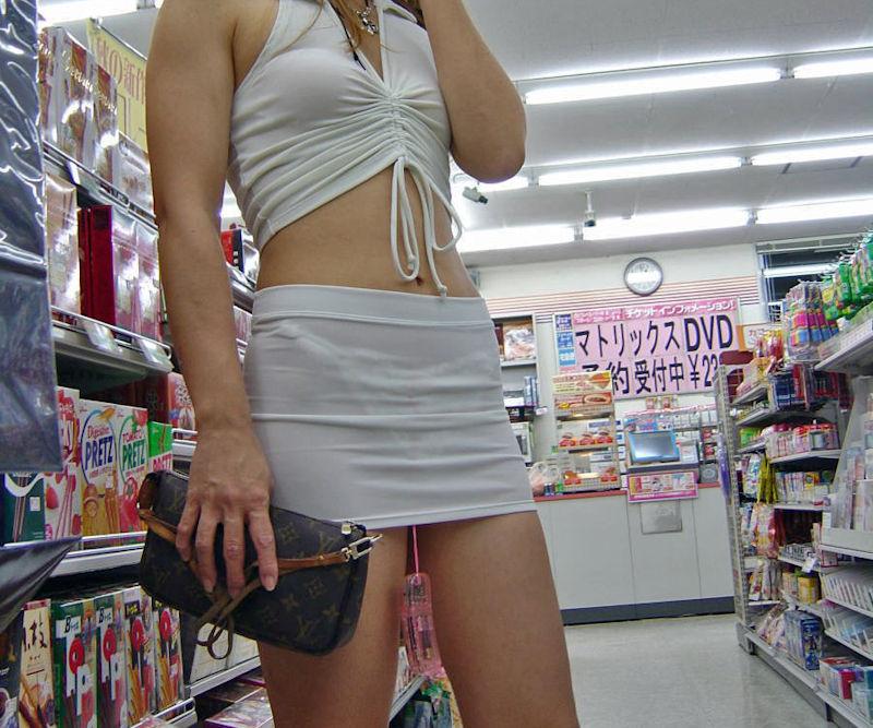コンビニ 店内 透けパン 透けブラ 買い物客 エロ画像【13】