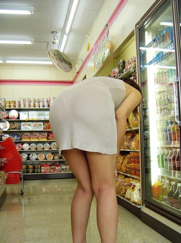 コンビニ 店内 透けパン 透けブラ 買い物客 エロ画像【19】
