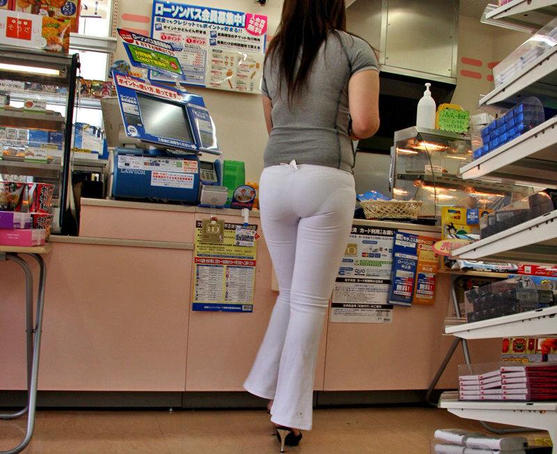 コンビニ 店内 透けパン 透けブラ 買い物客 エロ画像【20】