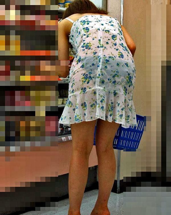 コンビニ 店内 透けパン 透けブラ 買い物客 エロ画像【23】