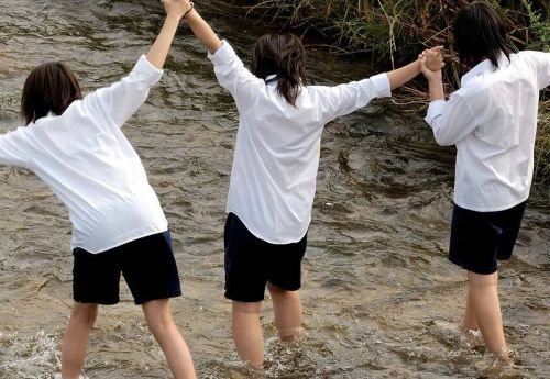 JK JD 濡れ 透け 川遊び ハプニング エロ画像【2】