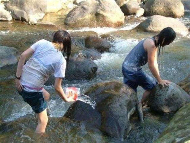 JK JD 濡れ 透け 川遊び ハプニング エロ画像【3】