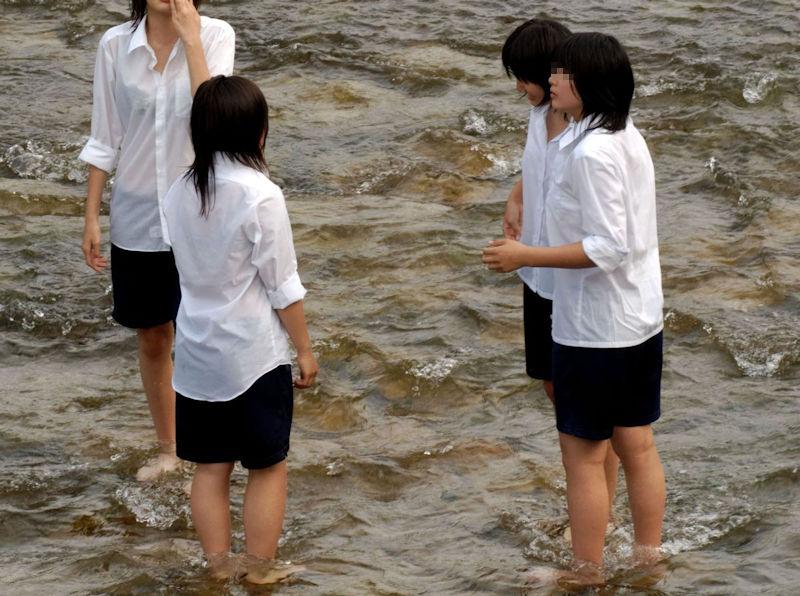 JK JD 濡れ 透け 川遊び ハプニング エロ画像【6】