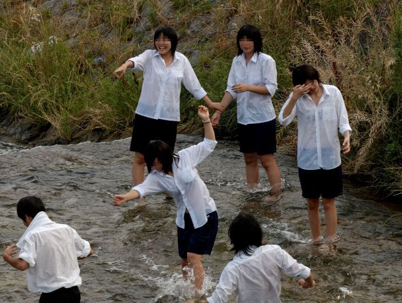 JK JD 濡れ 透け 川遊び ハプニング エロ画像【7】