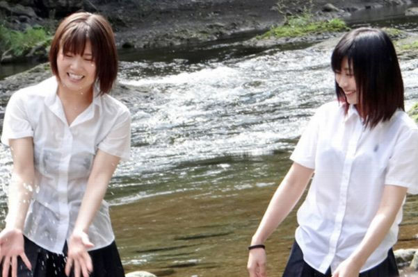 JK JD 濡れ 透け 川遊び ハプニング エロ画像【10】