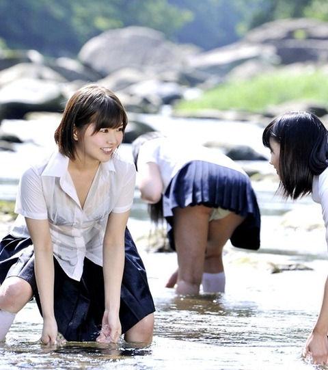 JK JD 濡れ 透け 川遊び ハプニング エロ画像【11】