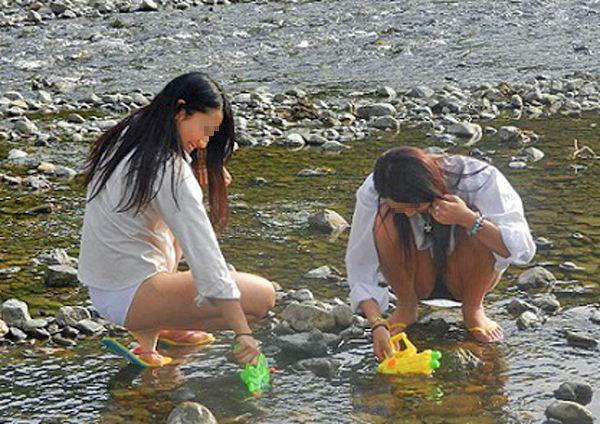 JK JD 濡れ 透け 川遊び ハプニング エロ画像【14】