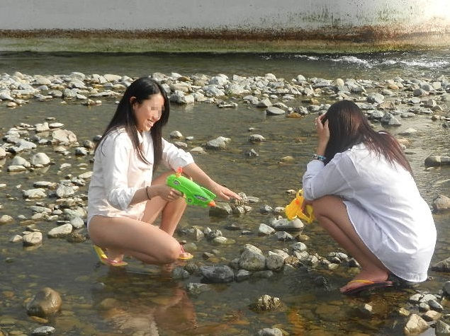 JK JD 濡れ 透け 川遊び ハプニング エロ画像【15】