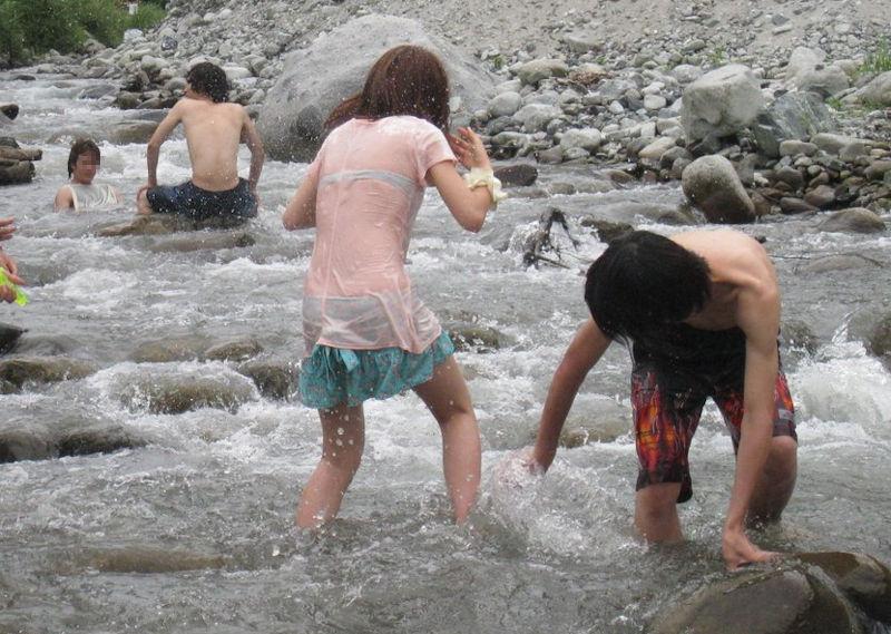 JK JD 濡れ 透け 川遊び ハプニング エロ画像【21】