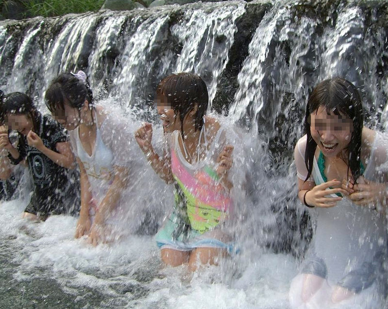 JK JD 濡れ 透け 川遊び ハプニング エロ画像【23】