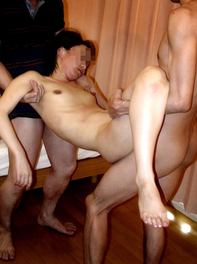 飲み会 酔い潰れる 泥酔 全裸 エロ画像【8】