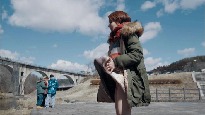 山本舞香パンチラ!若手女優に深夜ドラマの恥ずかしい洗礼…【GIF動画&エロ画像30枚】