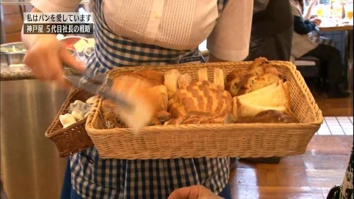 【画像】パンの神戸屋の乳袋制服がエロけしからんと話題に