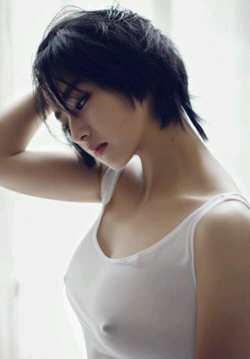 薄着 タンクトップ 美女 おっぱい エロ画像【8】