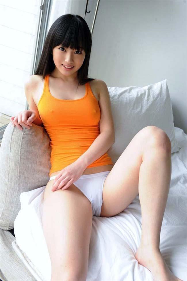 薄着 タンクトップ 美女 おっぱい エロ画像【16】