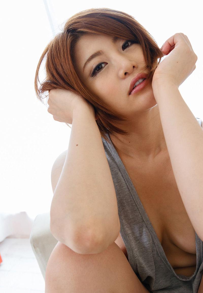 薄着 タンクトップ 美女 おっぱい エロ画像【41】