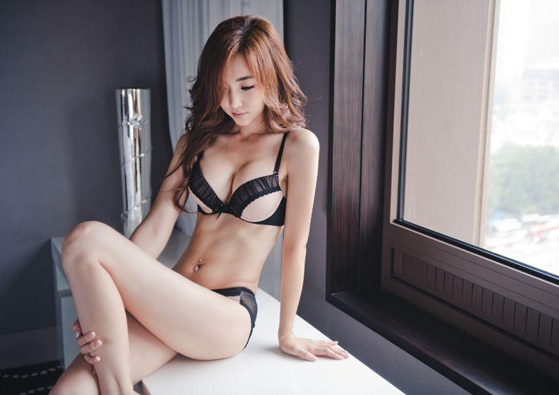 スレンダー 巨乳 美女 イイ体 イイ女 エロ画像【25】