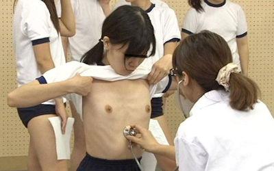 ブルマ女子が体操服姿で身体測定中のエロ画像 ①