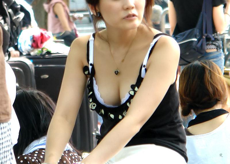 若い ギャルママ パンチラ 胸チラ エロ画像【37】
