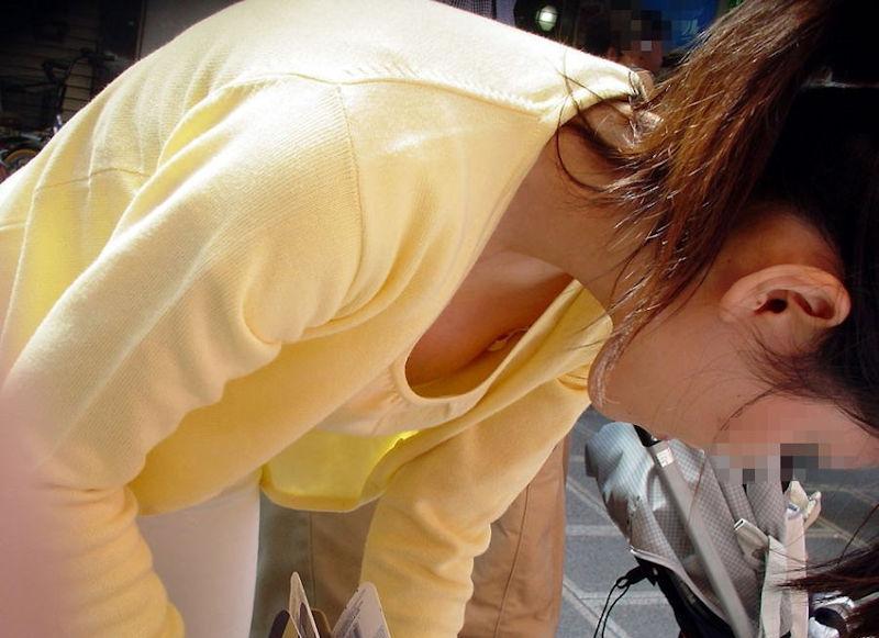 若い ギャルママ パンチラ 胸チラ エロ画像【44】