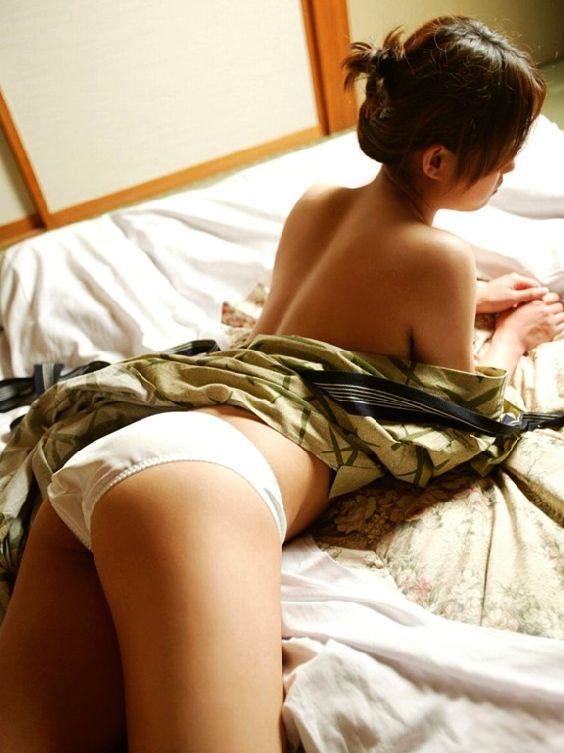 脱ぎかけ 色っぽい 浴衣 半脱ぎ エロ画像【22】