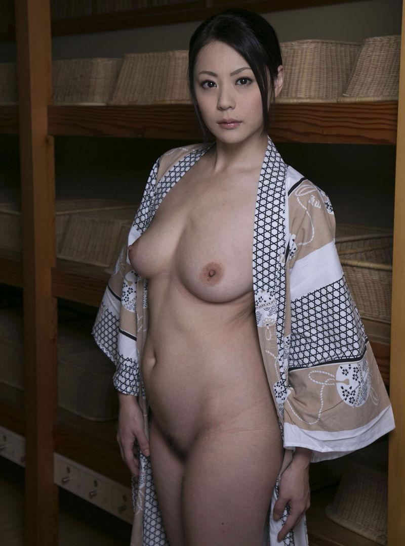 脱ぎかけ 色っぽい 浴衣 半脱ぎ エロ画像【30】