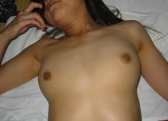 人妻 熟女 寝乳 仰向け おっぱい エロ画像【3】