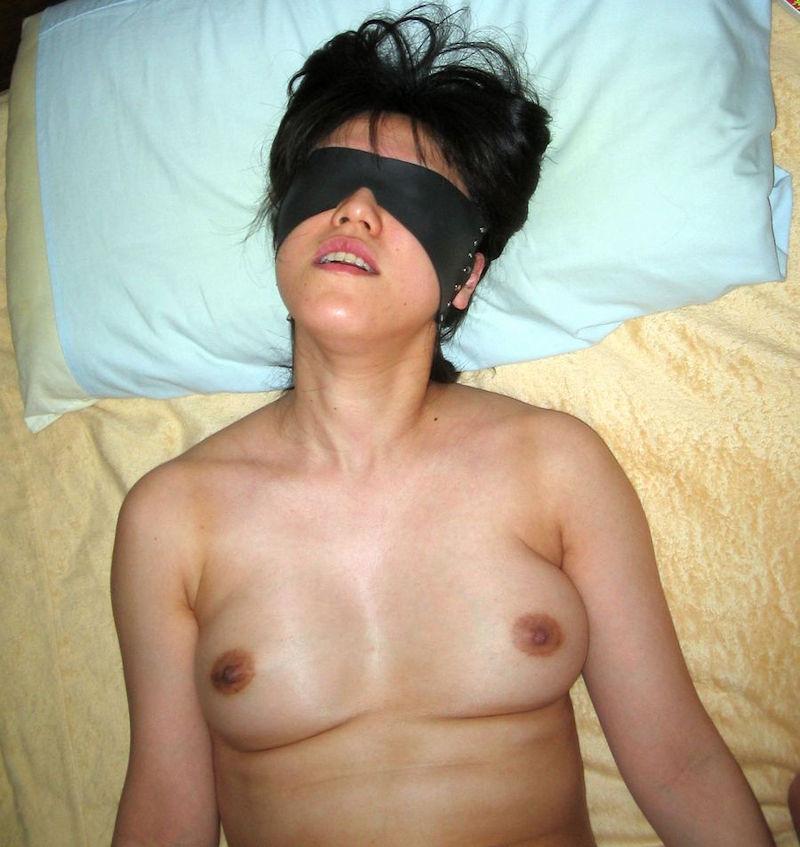 人妻 熟女 寝乳 仰向け おっぱい エロ画像【7】