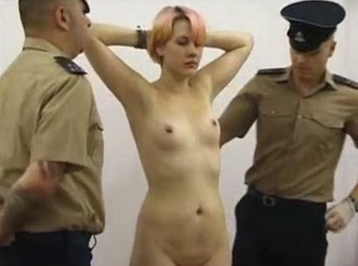 刑務所 女囚人 全裸 身体検査 エロ画像【6】