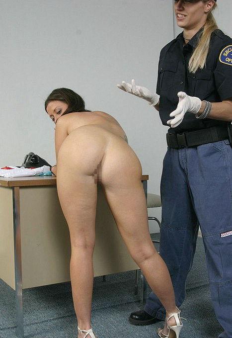 刑務所 女囚人 全裸 身体検査 エロ画像【9】