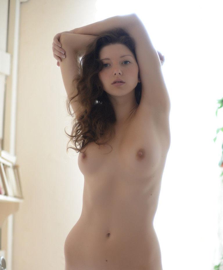 両腕上げ 外国人 美女 ワキ おっぱい エロ画像【24】