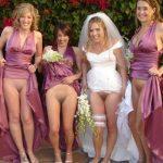 花嫁がマンコ見せてるノーパンウエディングのエロ画像