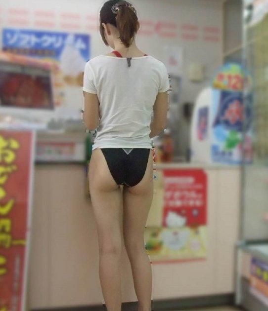 水着姿 買い物 店内 ビキニ エロ画像【7】