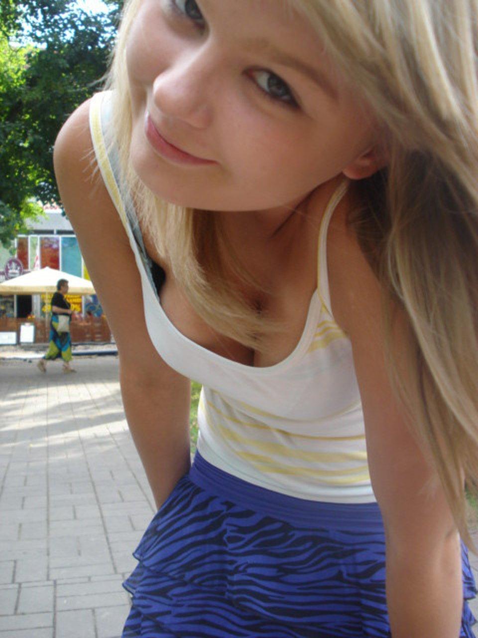 10代 20代 外国人 可愛い 胸チラ 乳首チラ エロ画像【2】