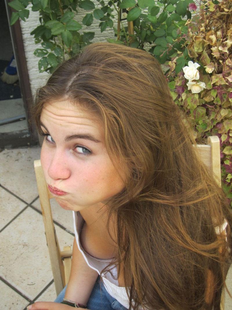 10代 20代 外国人 可愛い 胸チラ 乳首チラ エロ画像【10】