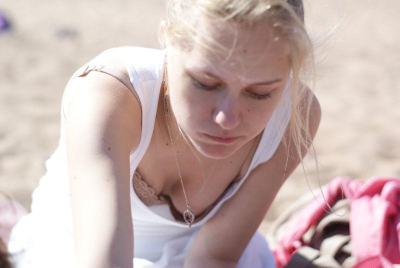 10代 20代 外国人 可愛い 胸チラ 乳首チラ エロ画像【20】