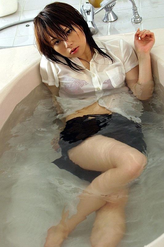 制服 びしょ濡れ OL 着衣 濡れ透け エロ画像【5】