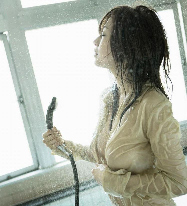 制服 びしょ濡れ OL 着衣 濡れ透け エロ画像【14】