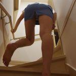 階段でパンツ見えてるOLのパンチラジャンル色々なエロ画像