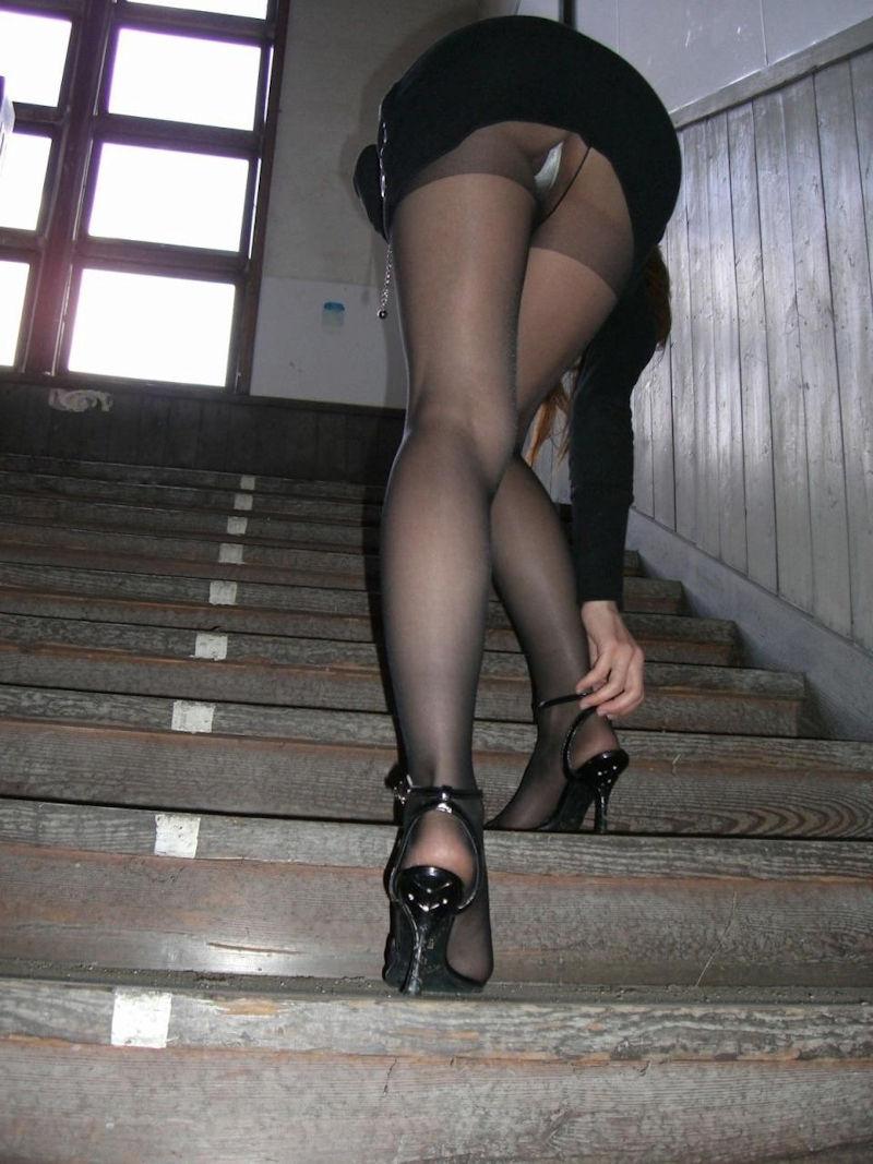 階段 パンツ OL パンチラ エロ画像【16】