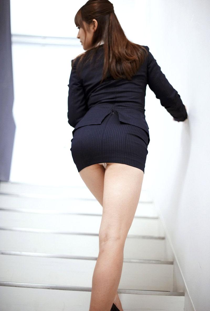 階段 パンツ OL パンチラ エロ画像【19】