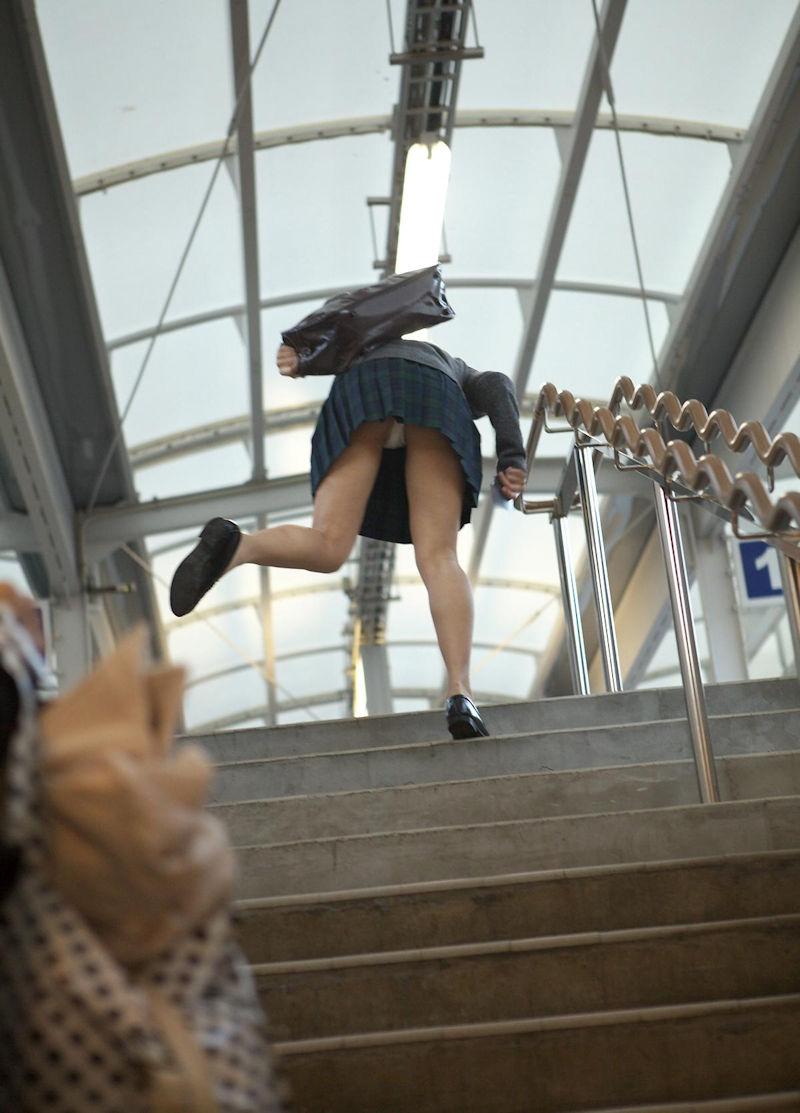 階段 パンツ OL パンチラ エロ画像【28】