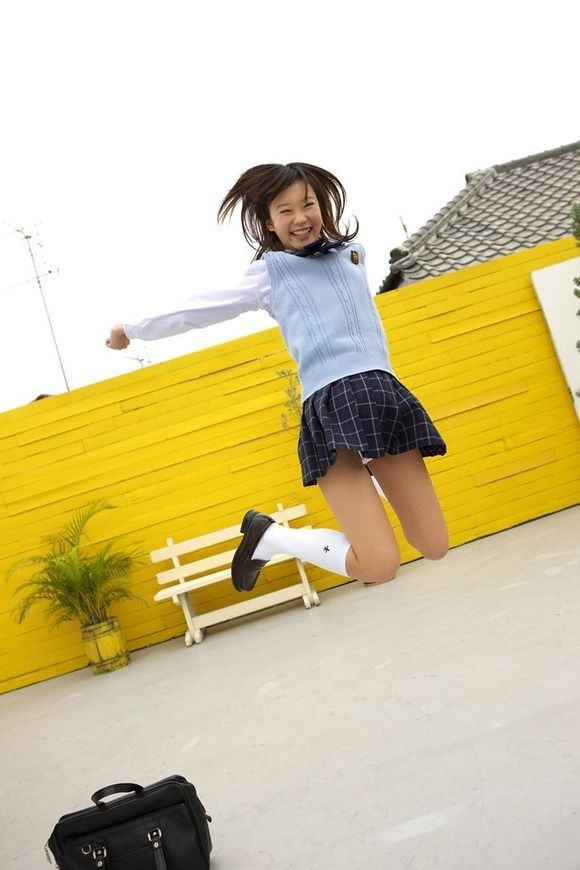 パンチラ スカート ジャンプ エロ画像【24】