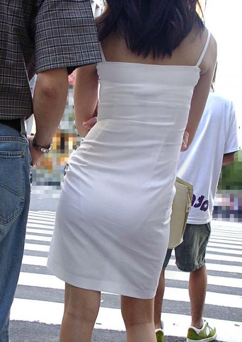 ワンピース 透け感 下着 透ける 街撮り 白ワンピ エロ画像【4】