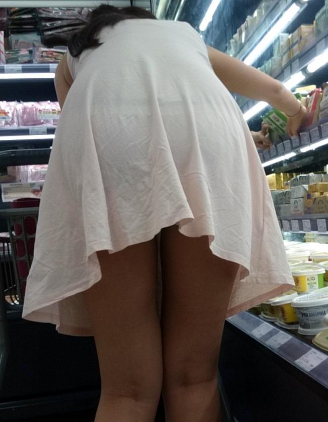 ワンピース 透け感 下着 透ける 街撮り 白ワンピ エロ画像【13】
