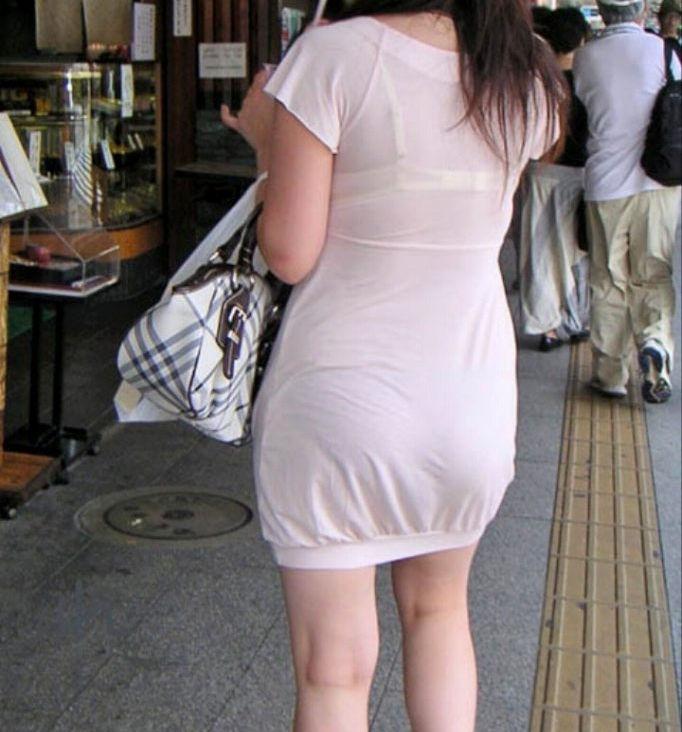 ワンピース 透け感 下着 透ける 街撮り 白ワンピ エロ画像【18】